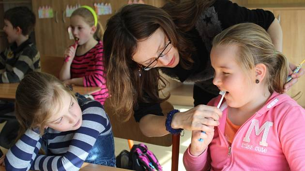 Děti se učily zubní hygieně.
