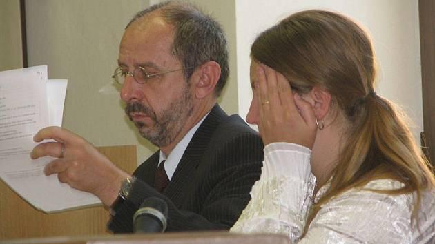Pětadvacetiletá Zlata R. z Pacova na Pelhřimovsku, která loni v říjnu usmrtila manžela kuchyňským nožem poté, co ji fyzicky napadl, dostala za vraždu osmiletý trest. Rozsudek Krajského soudu v Táboře není zatím pravomocný.