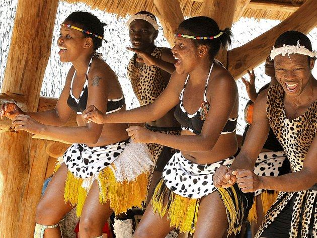 Zimbabwská taneční škola Iyasa se na Vysočině objevuje pravidelně a výjimku neudělala ani na právě probíhajícím turné. Ovíkendu mohli její vystoupení vidět například návštěvníci jihlavské zoo a hradu Roštejn.