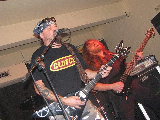 V pelhřimovském hudebním klubu Stará tiskárna vystoupil s kapelou v pátek večer známý český kytarista, skladatel a zpěvák Miloš Dodo Doležal.