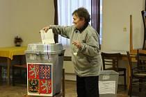Volební místnost v Útěchovicích.