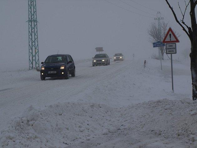 Velmi špatná viditelnost panovala na silnici z Jihlavy do Pelhřimova v kopci nad Vyskytnou