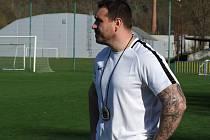 Trenér Náměště nad Oslavou Petr Kylíšek ml. už potřebuje nutně vyhrát. Jeho týmu se vstup do krajského přeboru nepovedl.