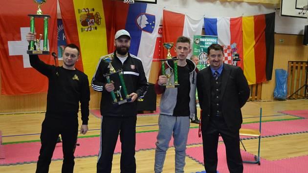 Pohár pro nejlepší družstvo si z Pelhřimova odvezli běloruští Leoni.