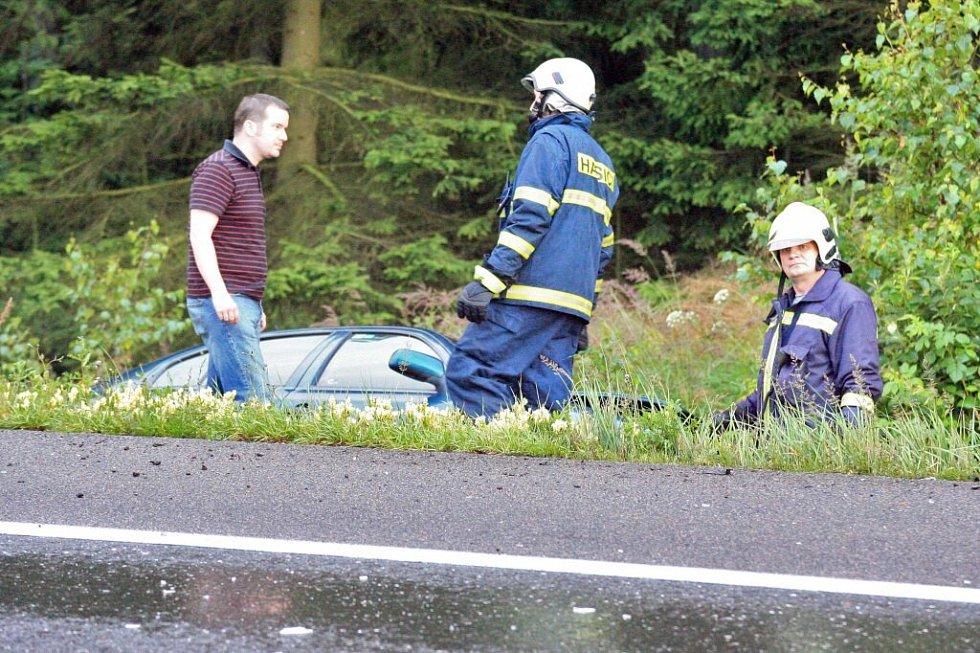Hromadná nehoda tří kamiónů a pěti osobních aut zablokovala v úterý před devatenáctou hodinou dálnici D1 ve směru na Prahu na 77. kilometru u Hořic na Humpolecku. Při kolizi přišli o život dva lidé.