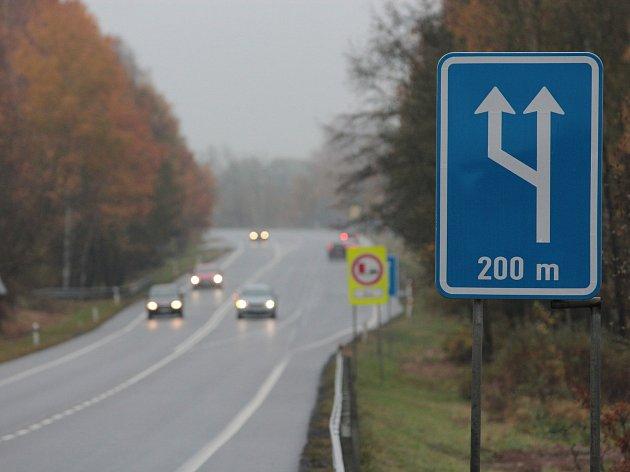 Na silnicích prvních tříd se změnilo značení souběžných jízdních pruhů