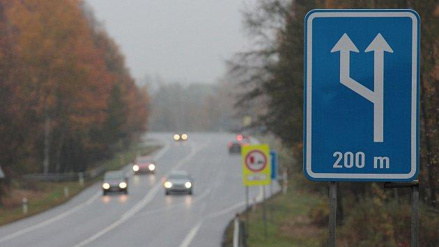 Nově značený úsek silnice I/34 mezi Pelhřimovem a Humpolcem.