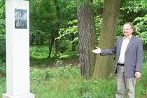 U jednoho ze čtrnácti zastavení křížové cesty v Lukavci postál i starosta městyse František Pinkas.