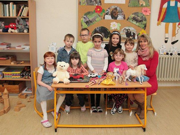 Na fotografii jsou žáci ze ZŠ a MŠ Lukavec, 1.třída paní učitelky Lenky Povondrové.
