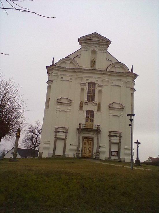 4. Kostel sv. Tomáše z Canterbury v Nové Cerekvi