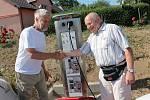 V obci Kámen v pátek oficiálně otevřeli další místo, kde mohou řidiči dobíjet své elektromobily.