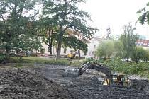 Odbahňování Strachovských rybníků pokračuje.