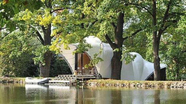 Jedna z posledních Rýznerových staveb. Rekreační objekt na hrázi rybníka Másílko v Humpolci.