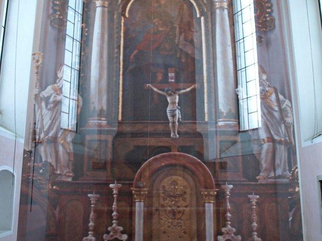 Tak to nyní vypadá v kostele svatého Víta, který prodělává jednu rekonstrukci za druhou. Místní oltář se tam vrátí až na jaře příštího roku po renovaci jednotlivých částí.