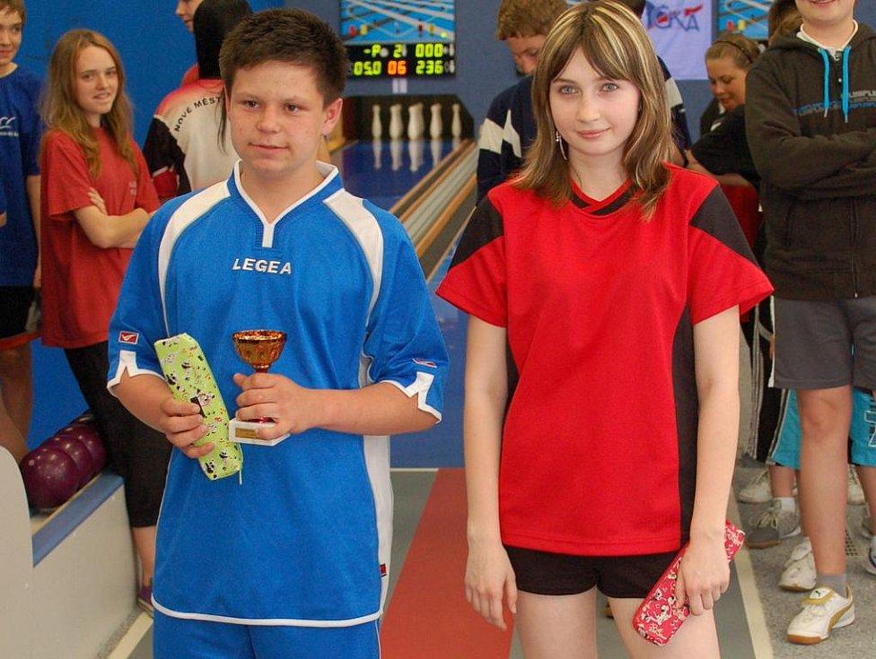 Skvělé výkony byly k vidění v rámci májového turnaje žáků v kuželkách, který hostil Pelhřimov. Soutěž žáků vyhrál Filip Bajer, který shodil 283 kuželek, mezi žákyněmi byla nejlepší v novém rekordu pelhřimovské kuželny Šárka Ondřejová.