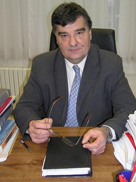 Zdeněk Tichý předsedá pelhřimovskému soudu čtrnáct let. Nejraději vede stání, při nichž se rozkmotřené strany usmíří. Potěší jej ale i rozluštění složitého případu.