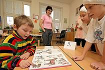 U zápisu do první třídy zažijí děti i hodně zábavy. Školy totiž chtějí, aby se dítě do školy těšilo.