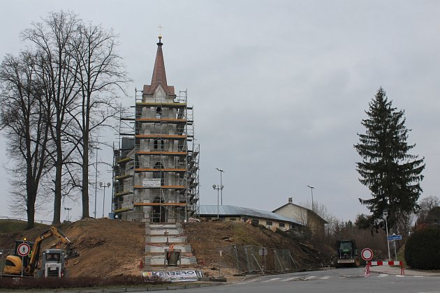 Okolí kaple Svatého Kříže neboli Kalvárie v Pelhřimově prošlo o víkendu další změnou.