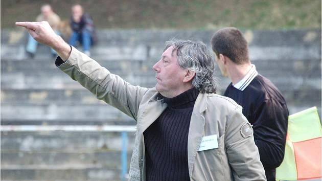 Jiří Hájek se po roční pauze vrátil na lavičku Humpolce. Jeho tým začal výborně a po především skvělém taktickém výkonu zdolal houževnatý celek Vrchoviny.