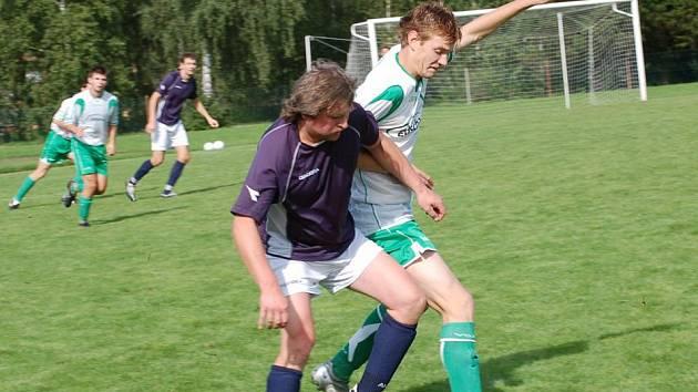 Druhé derby v řadě hráli fotbalisté Kamenice nad Lipou. Zatímco před týdnem doma s Horní Cerekví jen remizovali, v Budíkově doslova zazářili. Soupeře jednoznačně předčili ve všech herních činnostech a nastříleli mu pět branek.