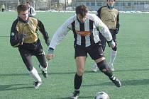 Čtyřmi góly zasypali soupeře v prvním jarním zápase fotbalisté pelhřimovské juniorky. Prosadil se i její kapitán Pavel Hurda (vpravo).