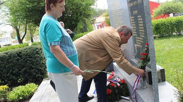 Na řadě míst Pelhřimovska si v těchto dnech pamětníci, ale také představitelé radnic nebo politických stran připomínají konec druhé světové války.