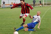Fotbal ve Speřicích bolel, k vidění byly hlavně urputné osobní souboje. Tři body odvezli hosté ze Světlé.