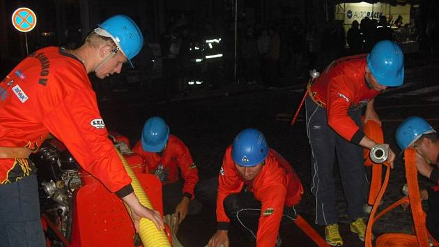 Na archivním snímku z loňského ročníku soutěže jsou šimanovští dobrovolní hasiči .