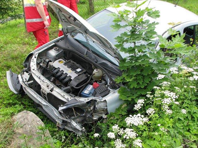 Nehoda Renaultu Clio a vlaku se obešla bez zranění
