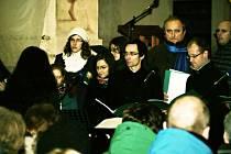 Peníze ze vstupného na sérii koncertů sboru Schola pomohou  postiženým Štěpánkovi Bartoňovi a Honzíkovi Vackovi.