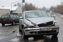 Dopravní nehoda se stala krátce po poledni na křižovatce u Alfatexu v Pelhřimově.