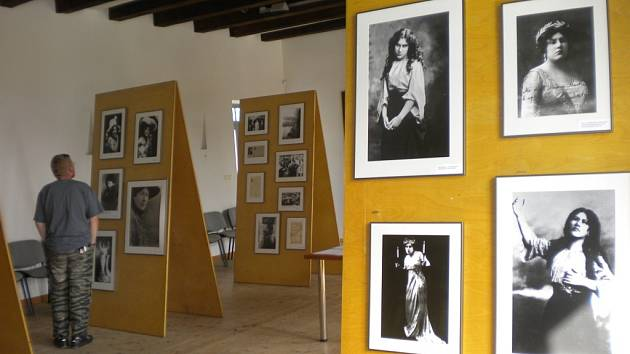 Život snů je krátký. Takový název nese výstava o světoznámé operní divě Emě Destinnové, která je k vidění v rodném domě Gustava Mahlera v Kalištích, a to až do 29. srpna.