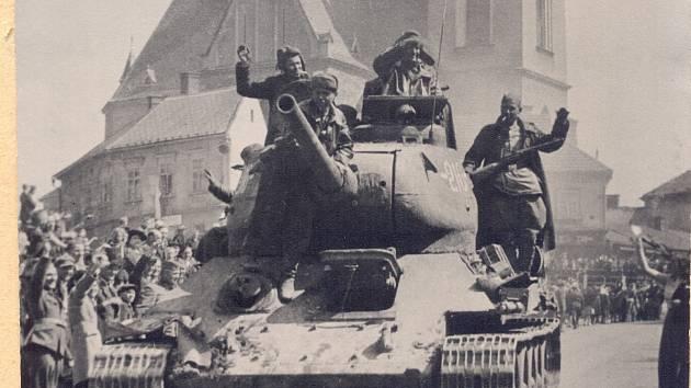 Dobová fotografie z osvobození Humpolce.