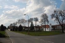Jetřichovec na Pacovsku se může pochlubit novou opravenou kapličkou i přilehlým prostranstvím.