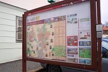 Nahrávky na zvukovém informačním panelu u parkoviště za pelhřimovským městským úřadem jsou nyní aktuálnější. Turisté dostanou například tip na výlet do Humpolce za zážitkem na Skákacích botách.