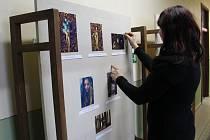 Na snímku je ochutnávka amatérských fotografií z tvorby zmíněných fotografek Evy Procházkové a Renaty Petrů, které svou výstavu nazvaly Trochu jinak.