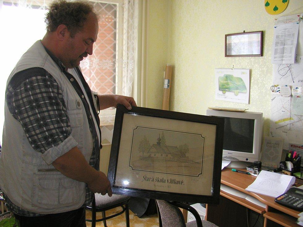 V Jitkově se o historii obce stará sám starosta Petr Kubát.