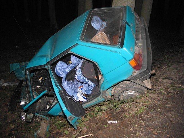 Dnešního dne tj. 11. dubna ve 02,00 hodin se stala dopravní nehoda na Pacovsku. Dvacetiletý řidič vozidla Škoda Favorit jel po silnici II. třídy ve směru od Lukavce na Salačovu Lhotu.