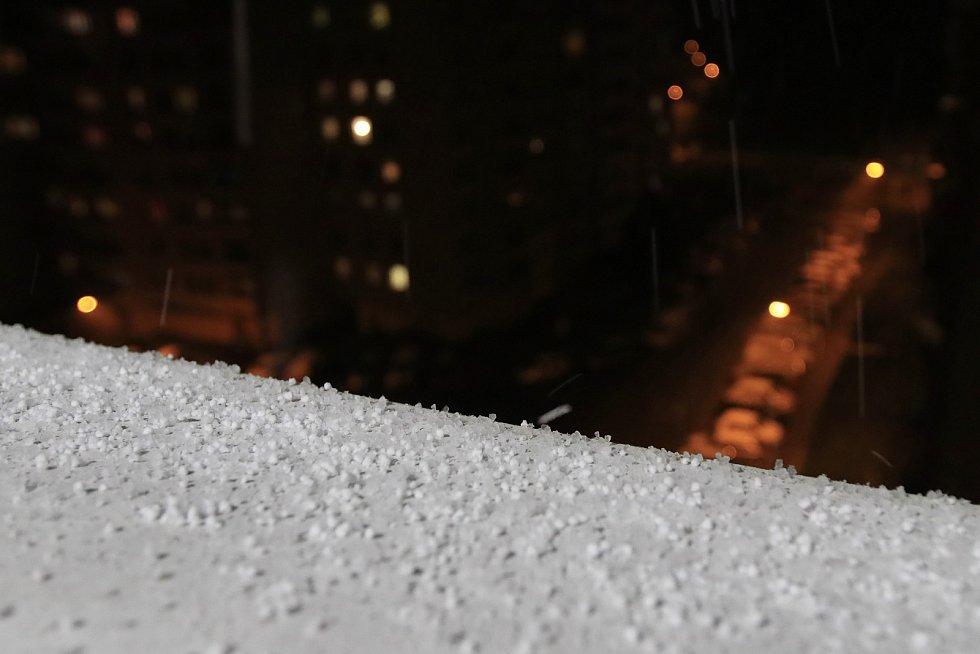 Navečer začalo sněžit také v Pelhřimově.