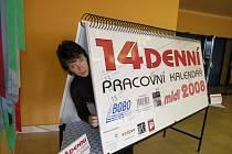 Největší stolní pracovní kalendář, třímetrový zubní katráček či dvoumetrový krasohled. To je necelý výčet exponátů, které budou k vidění od čtvrtka v Brně.
