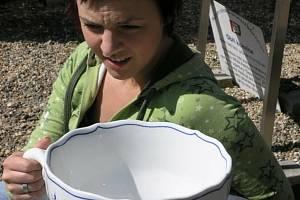 Muzeum rekordů a kuriozit v Pelhřimově má nový exponát, obří šálek