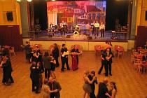 Divadelníci plesali i zvali zpěvem na Zvonokosy.