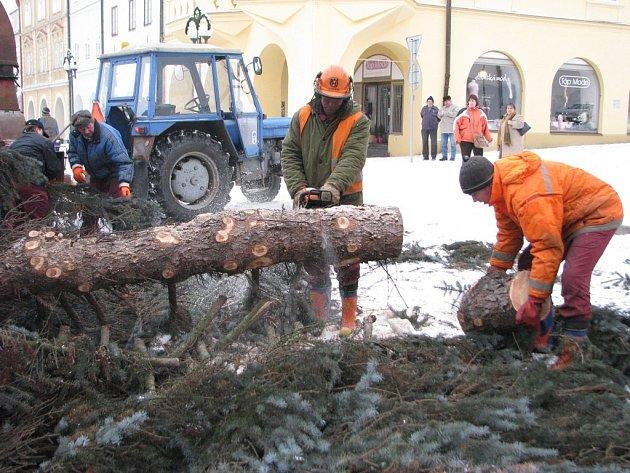 Konec vánočního stromu v Pelhřimově - 7. ledna 2009