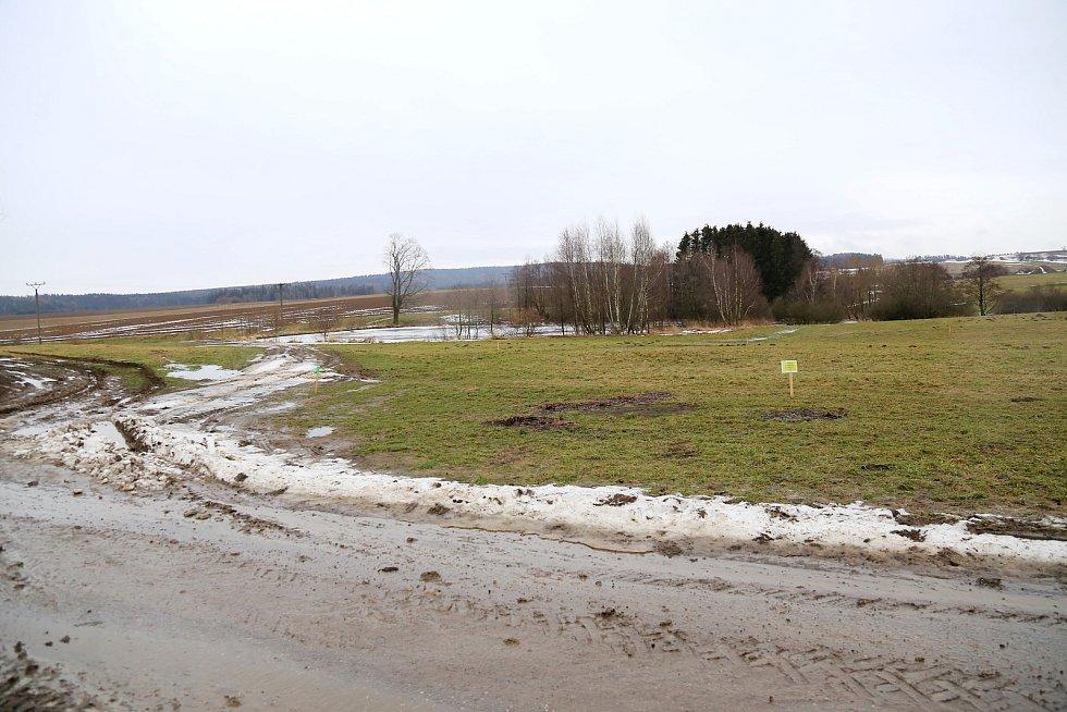 Obchvat Lukavce, který bude dlouhý dva a půl kilometru, povede východně od městyse.