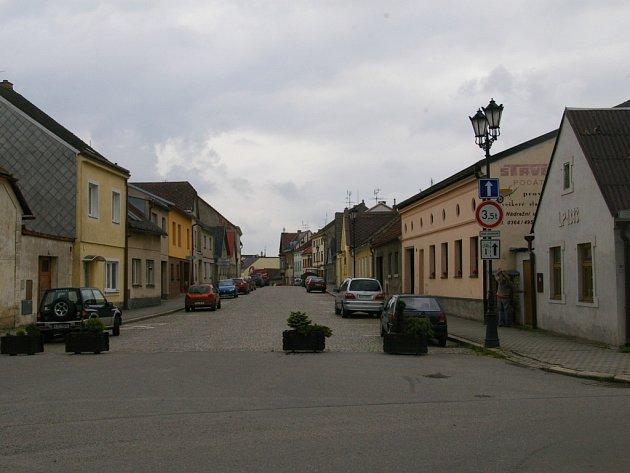 Jednosměrná počátecká Horní ulice má od minulého týdne obrácený směr jízdy – a to směrem do centra.