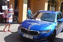Pracovníci i klienti Domova pro seniory v Pelhřimově dostali nové auto.