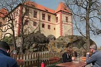Počasí startu sezony na hradě Kámen přálo.