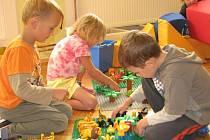 Děti v Mateřské školce v Mnichu včera poprvé přišly do renovovaného prostředí. Nejmenší zaujala hlavně moderní herna. Hned si chtěli vyzkoušet všechny hračky, které tam na ně po prázdninách čekaly.