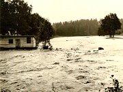 Povodně zasáhly Gabrielku, místní část Kamenice nad Lipou, téměř před sedmdesáti lety, a to dokonce dvě v jednom roce. Fotografie byly pořízeny v roce 1949. K první povodni došlo 31. května a ke druhé 10. září.