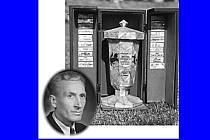 Původní trofej pro vítěze Perleťového poháru vytvořil Čestmír Peřina.